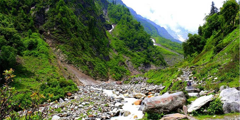 Yoga-Retreat-Himalyas-Manali-Bakerthach-Beas-River-8.jpg