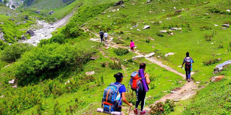 Yoga-Retreat-Himalyas-Manali-Bakerthach-Hiking-in-Himachal-4.jpg