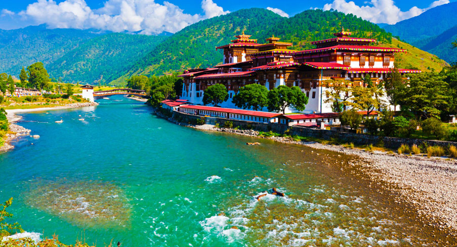 Punakha Dzong – Not to be missed in your Bhutan Itinerary