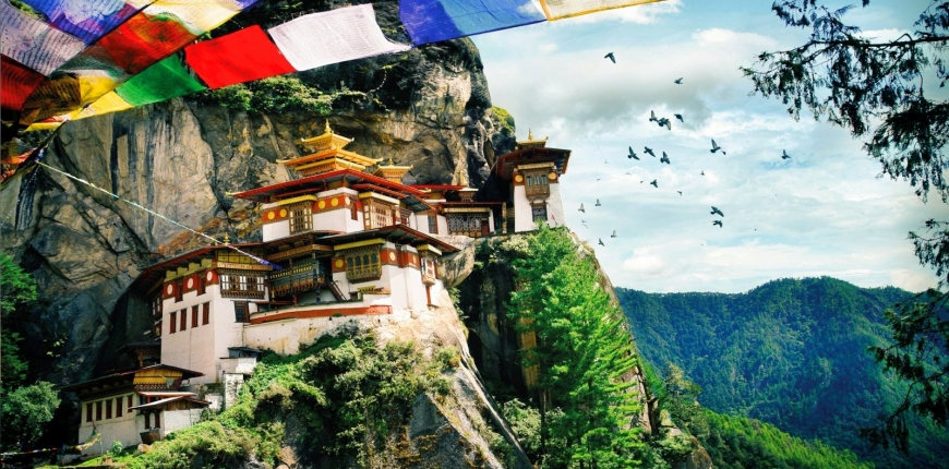 Taktsang (Tiger's Nest) Bhutan: Monastery on the edge of a cliff