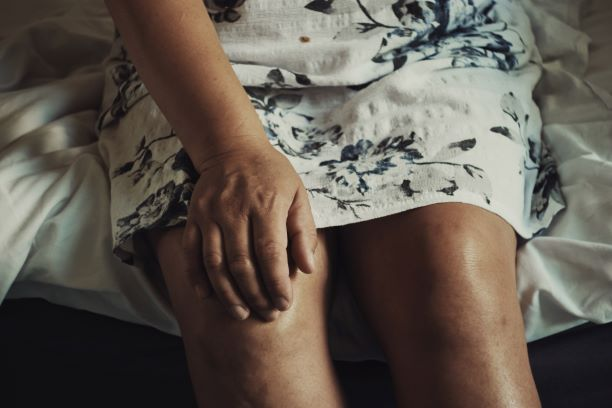 Here's What You Should Avoid If You Have Knee Pain